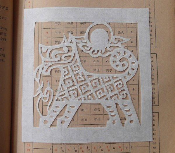 刘惠霞女士剪纸作品《天狗》