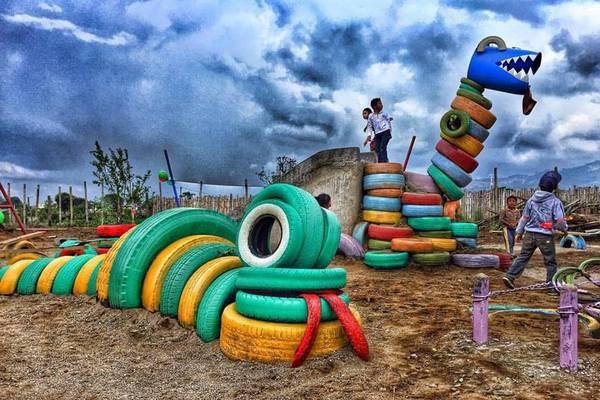 Ancris和Matt为孩子们建造的恐龙(危地马拉)