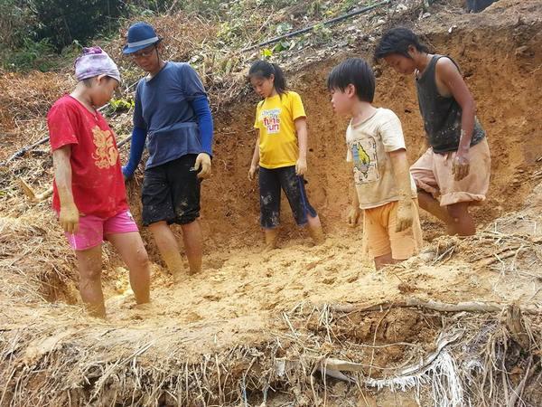 朴门与妻子应《绿善林》之邀从泰国飞到马来西亚与大家分享建造土屋的知识,並且接受本报採访。