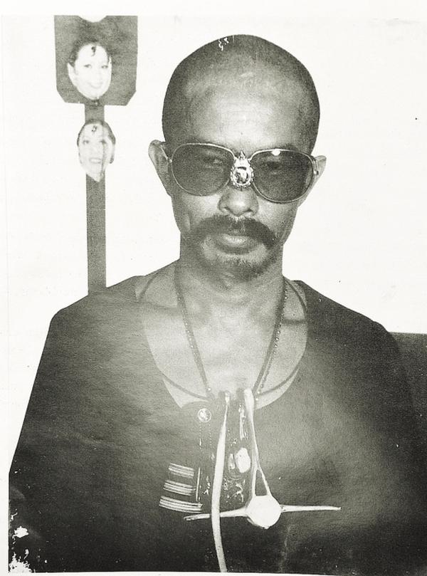 朴门年轻时十分叛逆,他爱喝酒、爱抽烟、爱赌钱,直到透过朋友接触泰国净土村,他才洗心革面为自己展开全新的人生。