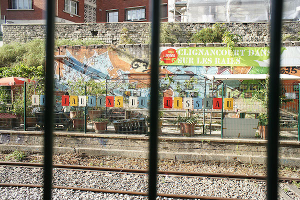 La REcyclerie位于火车路轨旁。图片由 Presentinart/黄怀琰提供